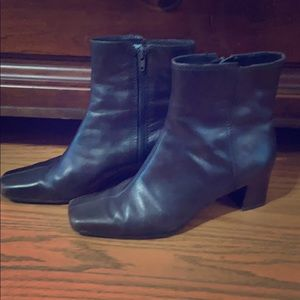 Nine West Brown Boots. Good Condition. Size 9 M